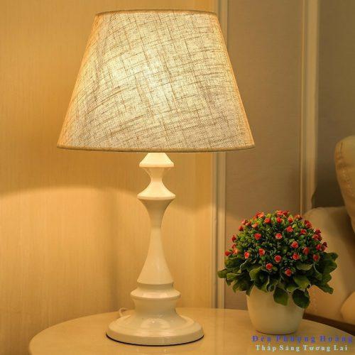 Đèn ngủ để bàn phong cách cổ điển